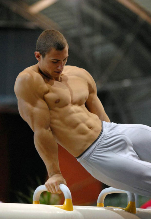 texasfratboy:  sexy college gymnast with manly bulge. yummy!