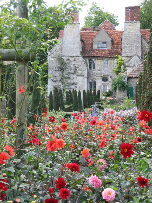 enchantedengland:     Garsington Manor, a Tudor era manor house in Oxfordshire, England.
