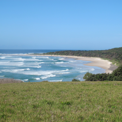 Lennox Head - NSW  Lots of beautiful beaches to bathe and surf today between Byron Bay and South West Rocks.  Plein de belles plages pour la baignade et le surf aujourd'hui entre Byron Bay et South West Rocks.