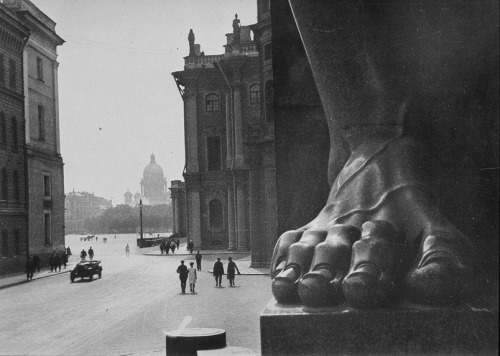 less-ismore:  Boris Ignatovich, Near the Hermitage, Saint Petersburg, 1930.