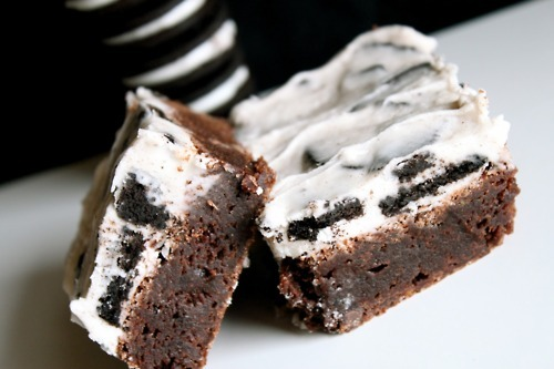 thecakebar:  Oreo Cream Cheese Brownies! (recipe)
