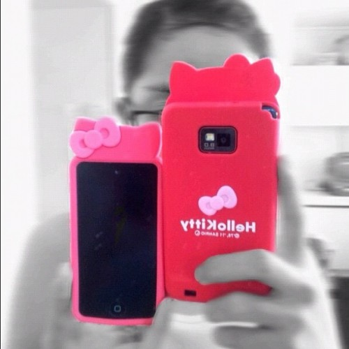 Im loving my Hello Kitty casing for my ipod and galaxy s2. Front and back. #love #hellokitty #casing #casings #random #cute #pink #igdaily #ipod #itouch #samsung #galaxys2 #instadaily #philippines (Taken with Instagram at Ceniza Residence)