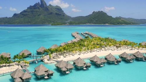 How to plan a picnic in paradise? Say, at St. Regis Bora Bora Resort? Although this may sound like a faraway fantasy, it is more attainable than you may think! (Photo: St. Regis Bora Bora Resort)