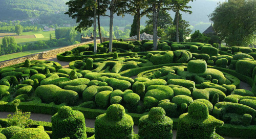 glorious gardens of marqueyssac!they have easter egg hunts here every year. could you imagine?!