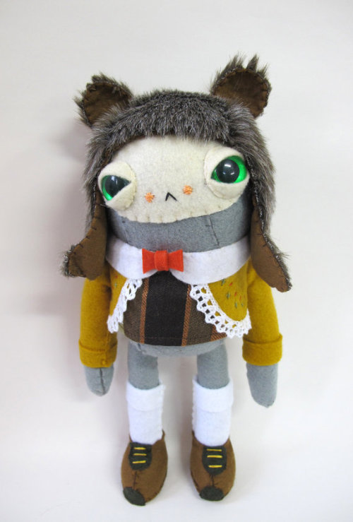 happyplush:  by Catrabbitplush on Etsy Evertime I see this it makes me smile. A cross between ET and early French Explorer. Teehee.