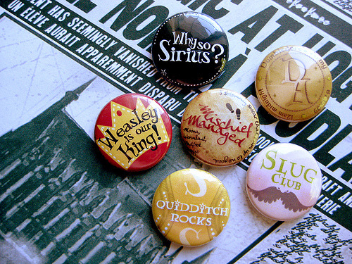 thanekri0s:  Harry Potter Buttons! (by robotscrapyard)
