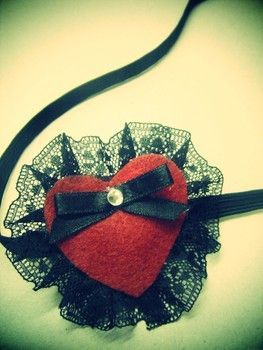 This headband would make a sweet add on to a Valentine romance! <3