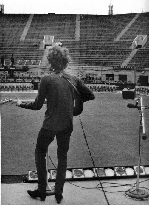 toilandblood:  Daniel Kramer Soundcheck at Tennis Stadium in Forest Hills, NY,  August 28, 1965.