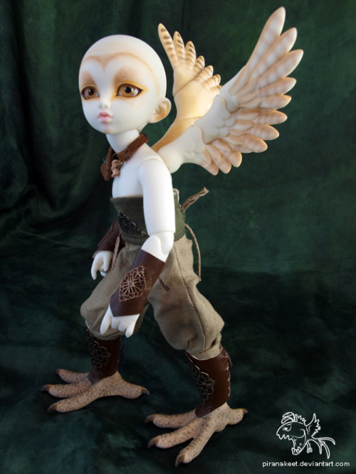 fyeahbjdmods:  Awesome hybrid on top of the barn owl customization! And the small mod to his back for the wings. Fairyland Chiwoo body/head, Soom Alk wings, and Resinsoul Pixiu feet.