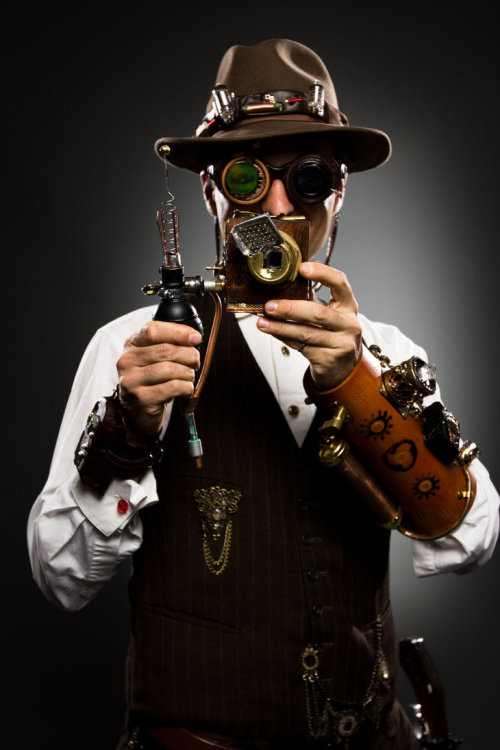 thenoblehare:  Steampunk Photographer Fanexpo 2011