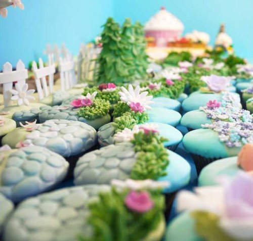 (via Cupcake Voyage Art Exhibition)