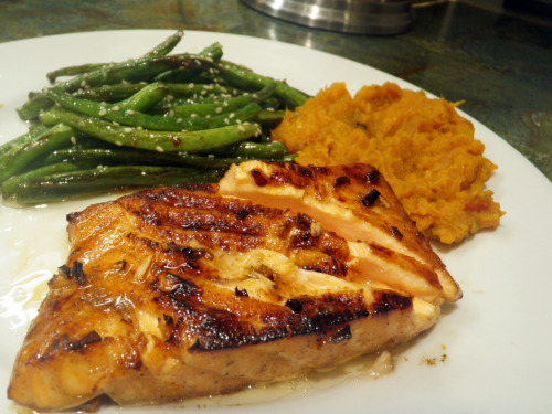 Asian Glazed Salmon with Sesame Green Beans and Mashed Yams Recipe here My boyfriend made this recipe for me on Valentine's Day and I must say, it's impressive. The fish melts in your mouth. So good, so simple. <3