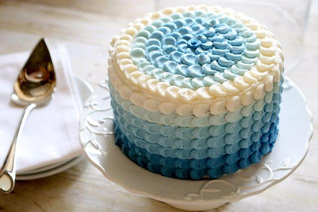 blue ombre petal cake.