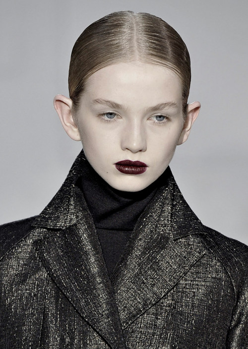 nomecalles:  Diana Farkhullina at Bruno Pieters F/W 2008
