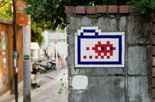#532: Invader in Harajuku Two posts in a row that an artist I've seen in Melbourne is one I saw in Tokyo. Art is universal.