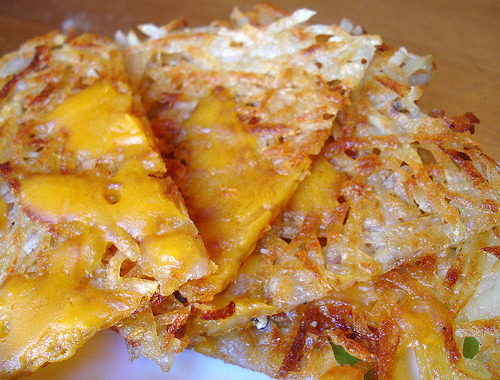 melbournevegan:  Hash Browns     (click image for recipe)  I love hashbrowns! As the link says, everybody has their own recipe. Mine comes from a friend and involves par-boiling, squeezing of water and cornstarch. It's pretty involved, but they come out amazing.