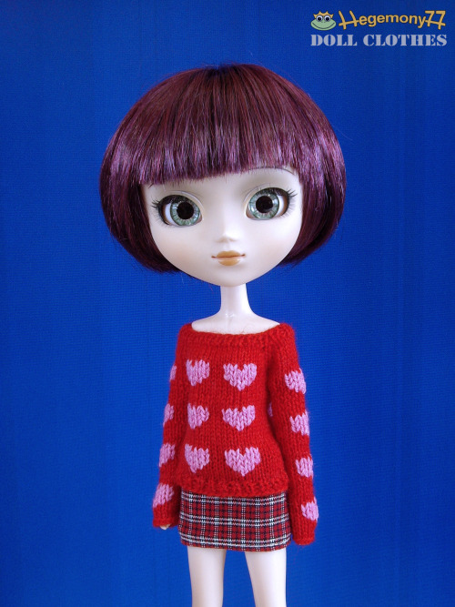 Pullip doll in hand knitted 20 little hearts sweater and skirt