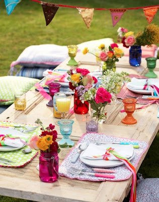 inviting outdoor picnic lunch with half boho-gypsy style and half… colours!