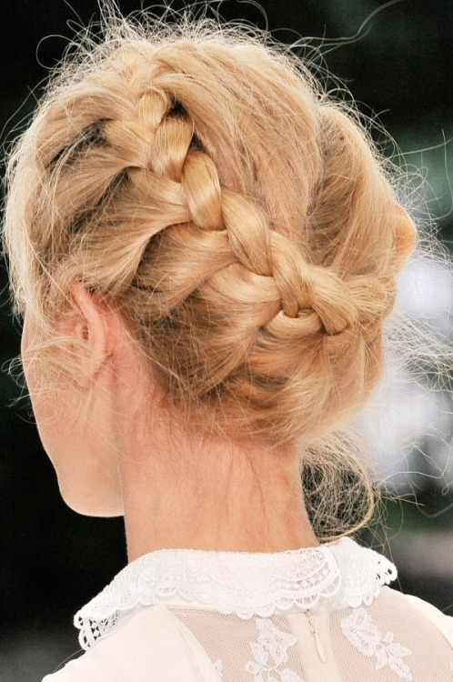canard-a-la-mode:  Can someone braid my hair like this??