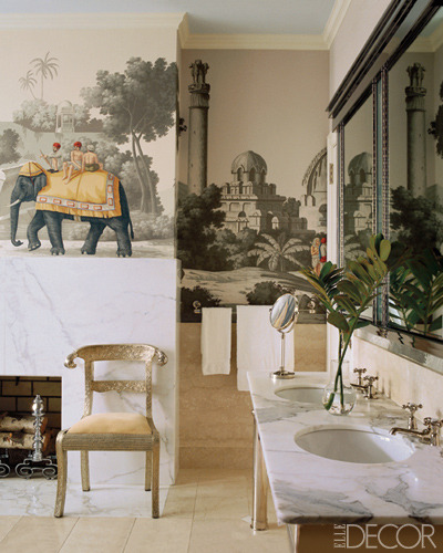 De Gournay Early View of India wallpaper in the bath. Miles Redd in Elle Decor.