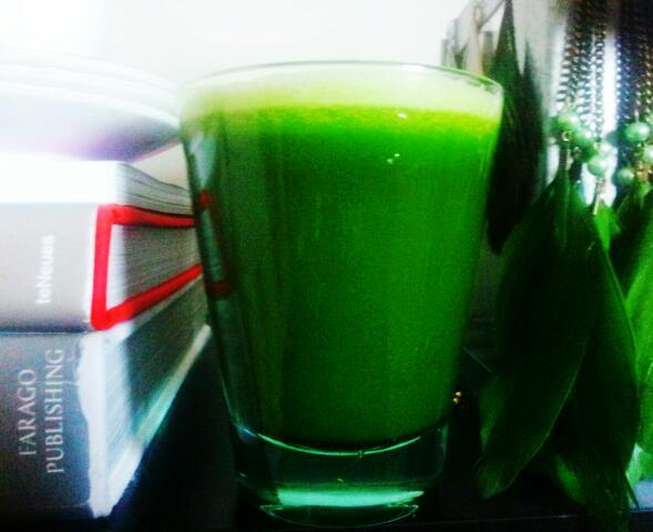 medkarlek:  Detox Day 3. Very Green Juice CucumberSpinachCabbageBasilParsleyLemon+ Barley Grass