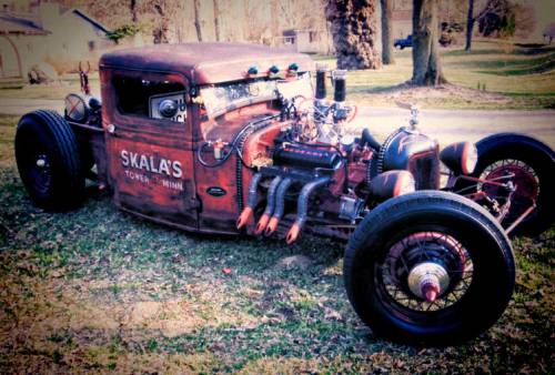 ratrodsrule:  Rat Rod of the Day! Red rum!