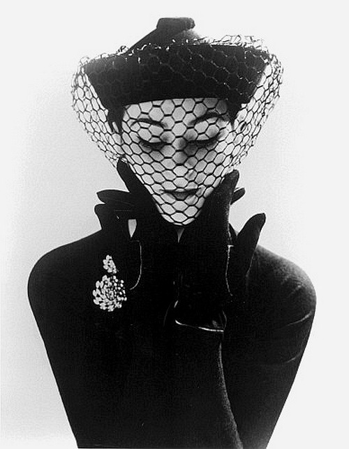 theniftyfifties:  Anne Gunning wearing a velvet hat with veil by Erik, London, 1950. Photo by John French.