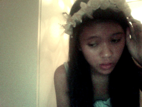 i feel awkward uploading this but uh hi everyone, i like head wreaths :)