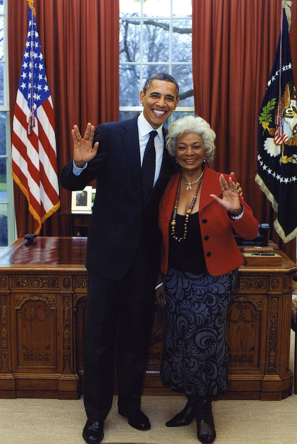 Awesomeness. President Obama and Star Trek's Uhura Flashing Vulcan Salutes. In the White House.