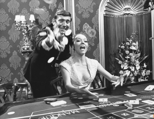 charliemilkgums:  George Lazenby and Diana Rigg in On Her Majesty's Secret Service (1969).