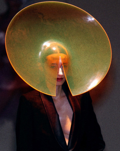 diamondsoflucy:  Design by Philip Treacy, F/W 2001