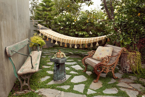 outdoorsanctuaries:  (via mini patio peek | Design*Sponge)