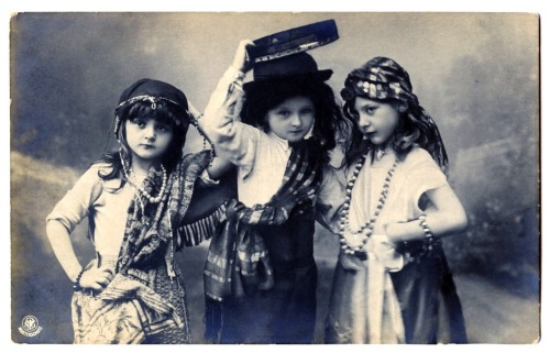 theoddmentemporium:  Gypsy Children.