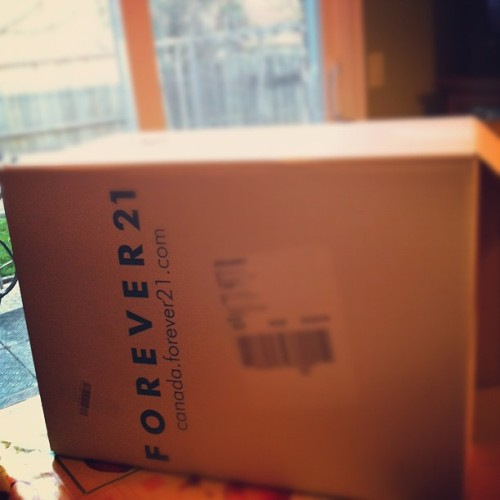 I love coming home to big packages from Forever 21 😊 #mail #package #forever21 #shopping #onlineshopping #love #box #happy  (Taken with instagram)