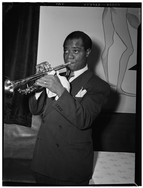 Louis Armstrong, between 1938 and 1948  Photograph by William Gottlieb  (via Brainpickings.org)