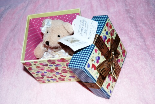 "When I opened the box, I was so surprise haha The teddy bear fit perfectly inside the box :"">"