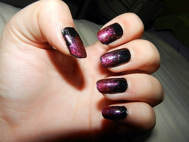 mycrystalheart:  Nails from Monday- black/red gradient (: