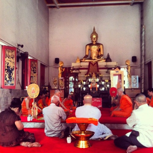 คุณแม่พี่ต่อ-หลวงพี่-คุณพ่อ🙏 #phuket#thailand#temple#thepnimitr#family#brother#mother#father#ordination#ceremony#religious#monk (Taken with Instagram at วัดเทพนิมิตร Thepnimitr Temple)