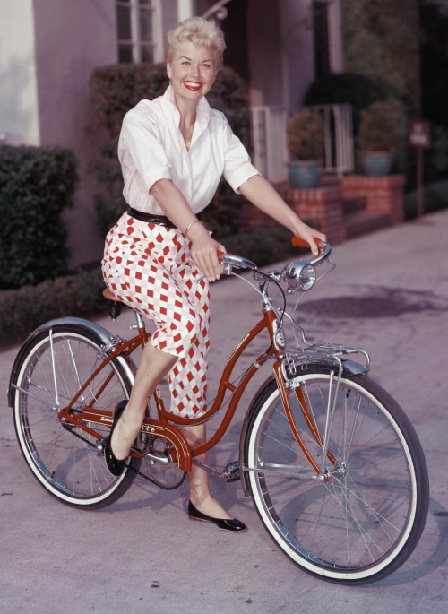 hollyhocksandtulips:  Doris Day