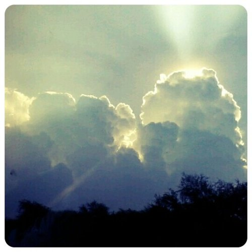 Cool Sky#indonesia #fotodroids #fotodroidindo #andrography #surabaya #morning(from @willdan14 on Streamzoo)