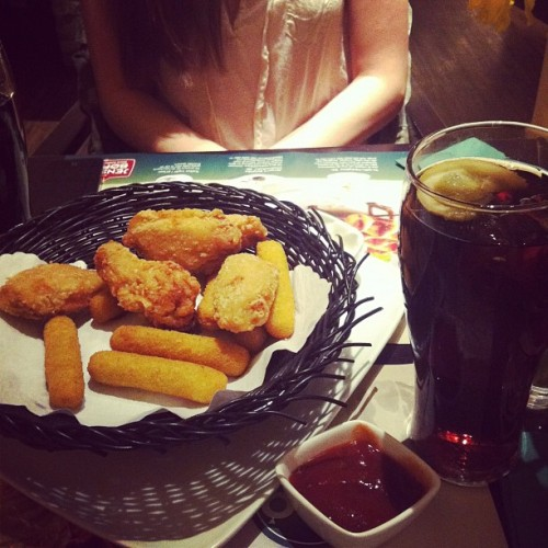 Omg… #food #restaurant #delicious #meal #date #girls #fried #chicken #gothenburg #sweden #2012 #instamood  (Publicado com o Instagram)