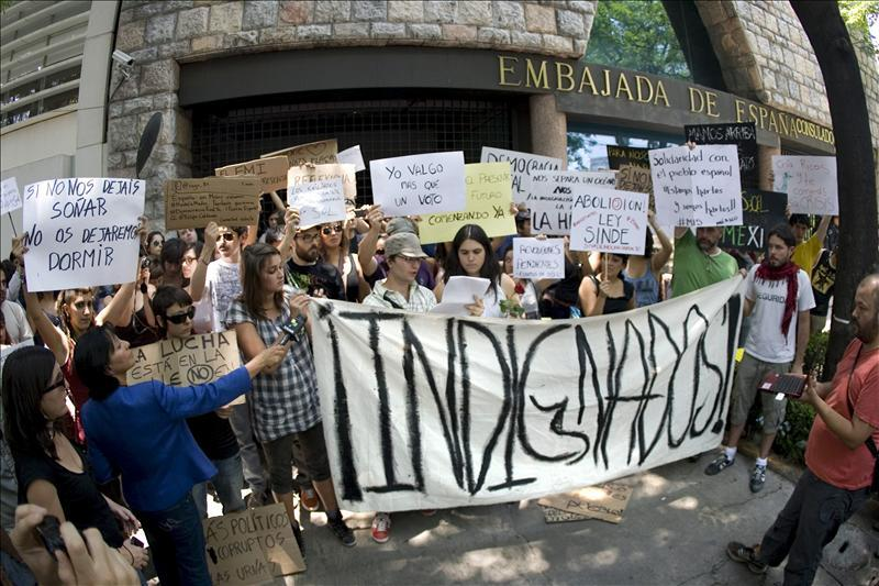 Occupy Goes Global: A Report from Argentina Claudia Minuet pens a report on various military-like operations used by the police to push out Occupy Rosario.