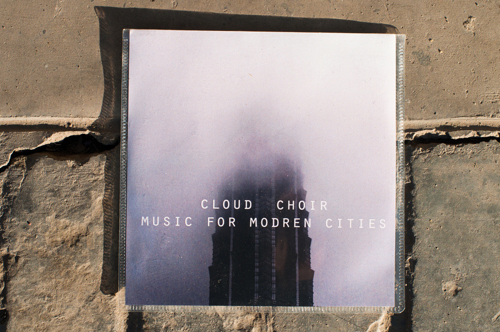 JW001 Cloud Choir - Music for Modren Cities (Noise/Electronics/Industrial/Ambient) Jingweir's first official release (November 2011) For purchase on Taobao: http://item.taobao.com/item.htm?id=16604492887