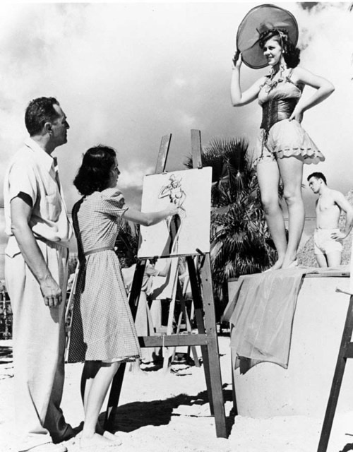 solo-vintage:  Winter Art Class at Tahiti Beach. 1940s.
