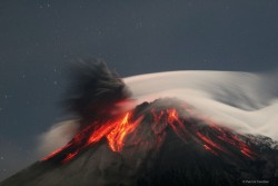 (via Beautiful photo of a volcanic eruption)