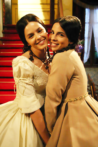 Bianca & Maria Ribeiro on set.