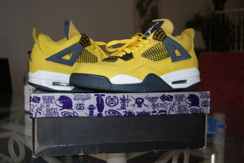 Copped my Jordan Lightning 4s!!! My Grails <3
