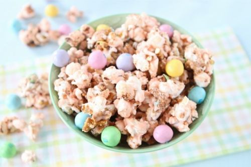 fattributes:  (via Salted Caramel Popcorn Recipe | Easter Popcorn Recipe | Two Peas & Their Pod)