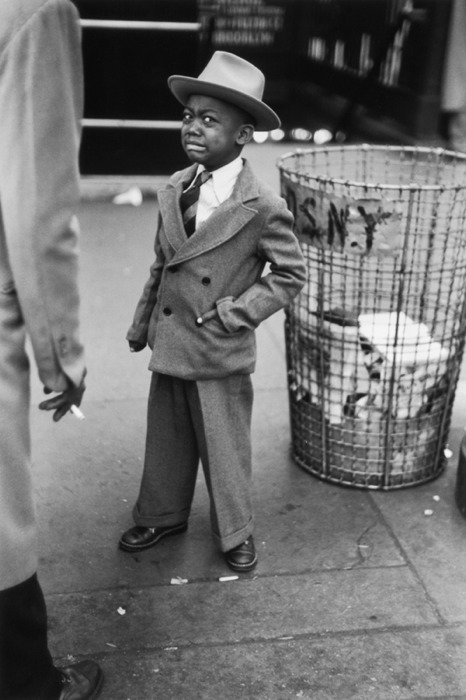themafucage2:  Ruth Orkin - Tired Little Boy New York, USA, 1943.   Hahaa