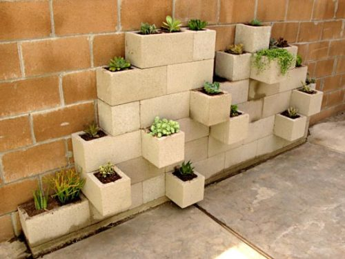 vegetablesandoxygen:  DIY Cinderblock Planter